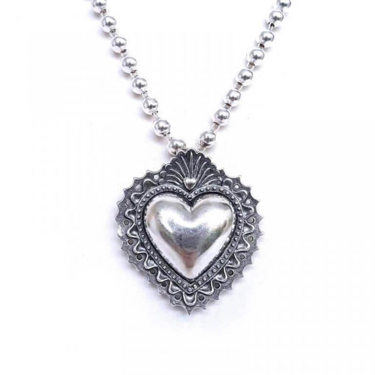 collar-corazon-bordado